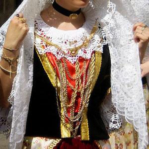 Costume sardo e gioielli in filigrana